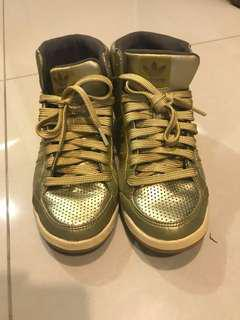 🚚 Rare Adidas Gold Sneakers