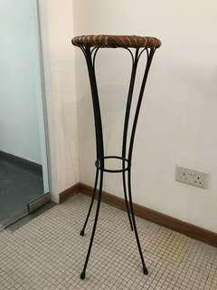 Vase stand with woven top