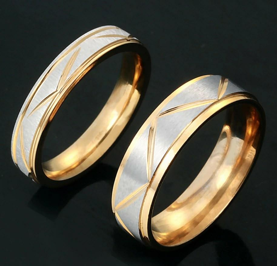 Gold couple ring with engraving services