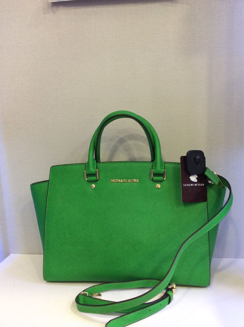 cd9a8811f8fe Preloved authentic Michael Kors Handbag