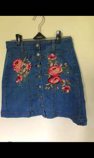 Denim floral buttoned skirt small
