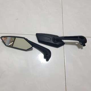 Pair of motorcycle circuit mirrors