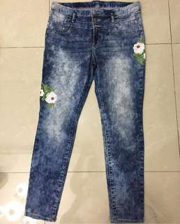 Washed embroidery jeans