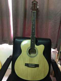 🚚 Acoustic guitar with tuner
