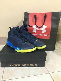 UNDERARMOUR Basketball Shoes