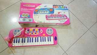 Mainan piano elektrik