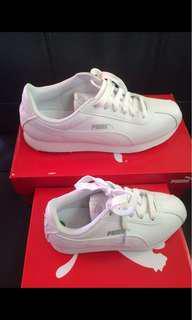 Puma white sneakers for sale/trade