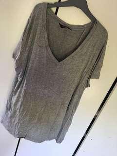 Plain v neck grey tshirt