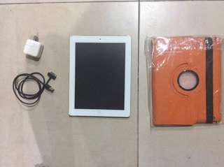 16GB silver Apple iPad 2 with free screen protector and 2 covers