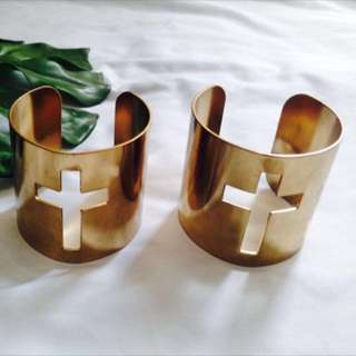 FOREVER 21 Cross Arm Cuff