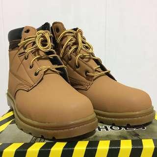 Premium safety shoes size 41,42,43 us 7-9