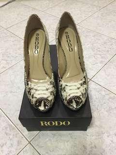 Rodo Python Peep toe Shoes