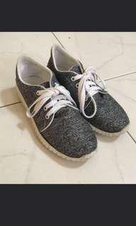 Sepatu santai / sepatu model yeezy