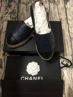 🚚 全新正品CHANEL 經典Espadrilles小香LOGO小羊皮厚底鉛筆鞋(深藍X黑)