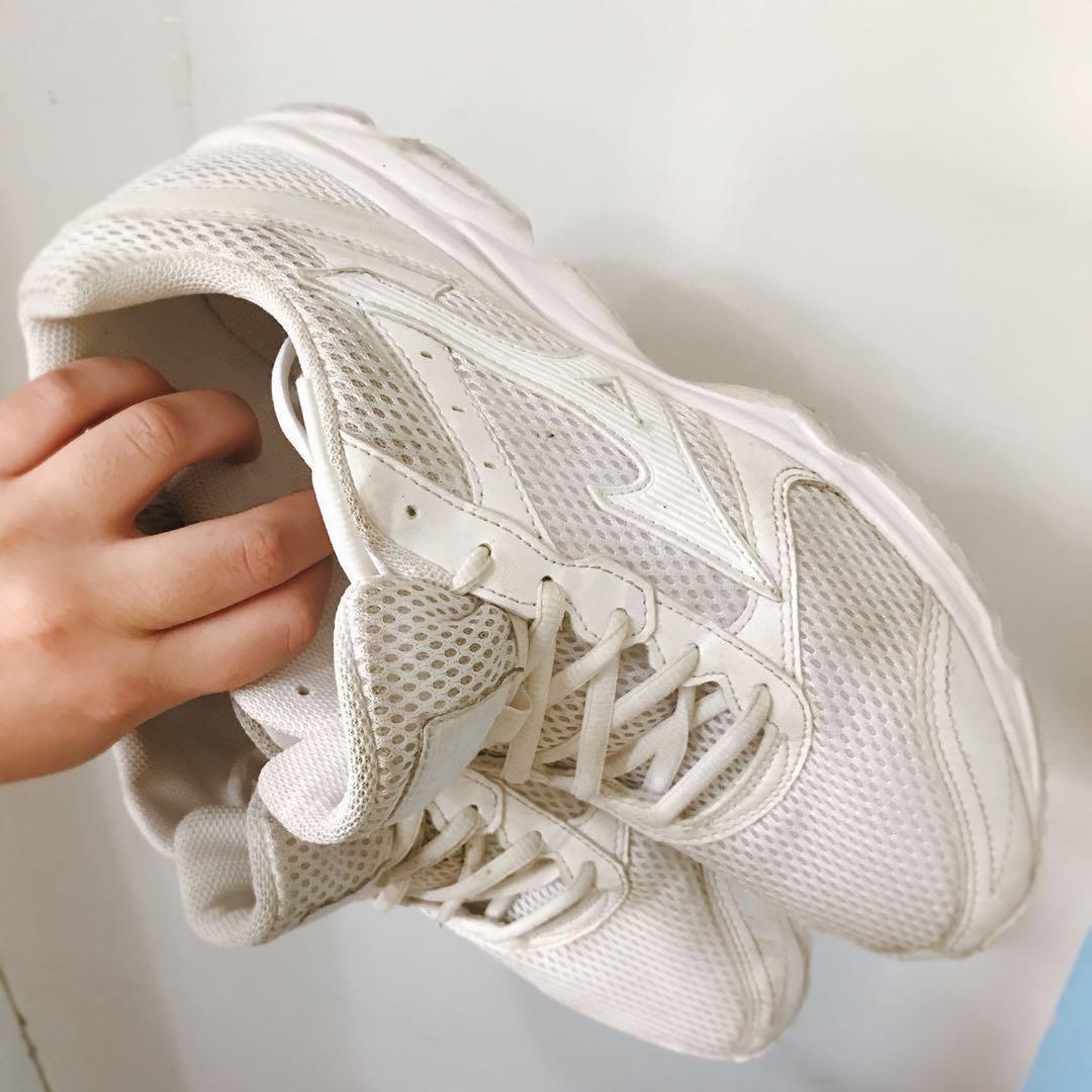 放 翻學跑鞋