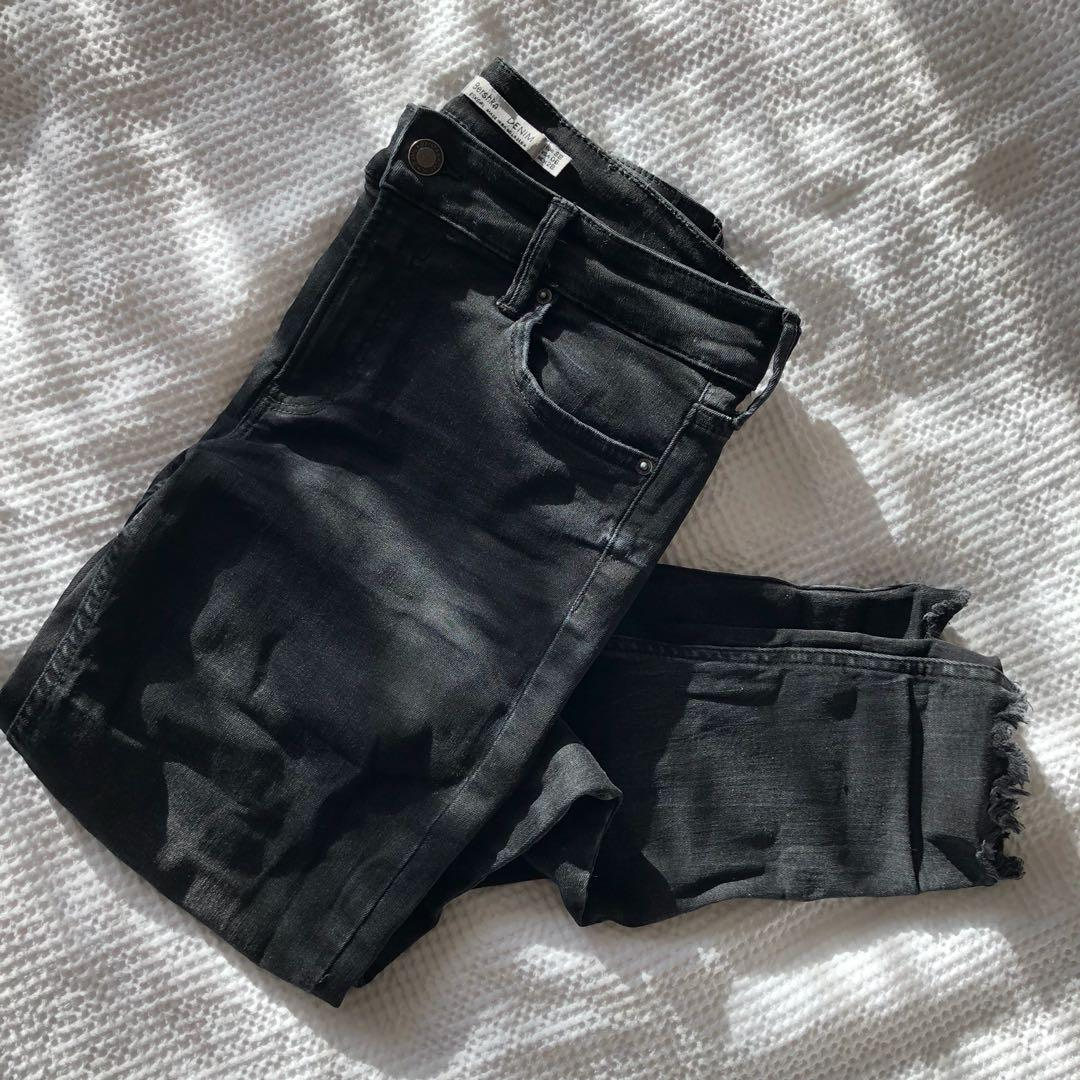 BERSHKA BLACK DENIM
