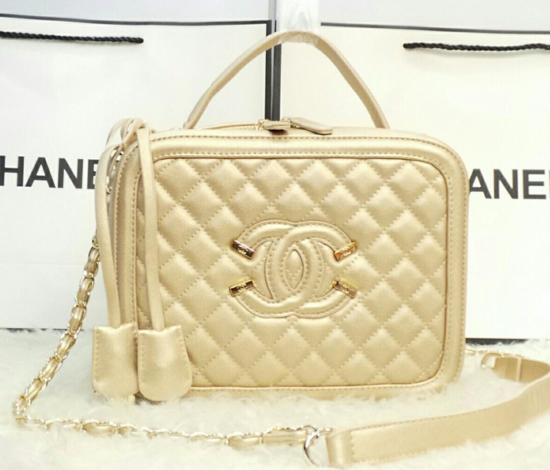 ac0dabe6847e65 Chanel Large Camera Case Handbag, Fesyen Wanita, Beg dan Beg Duit di ...