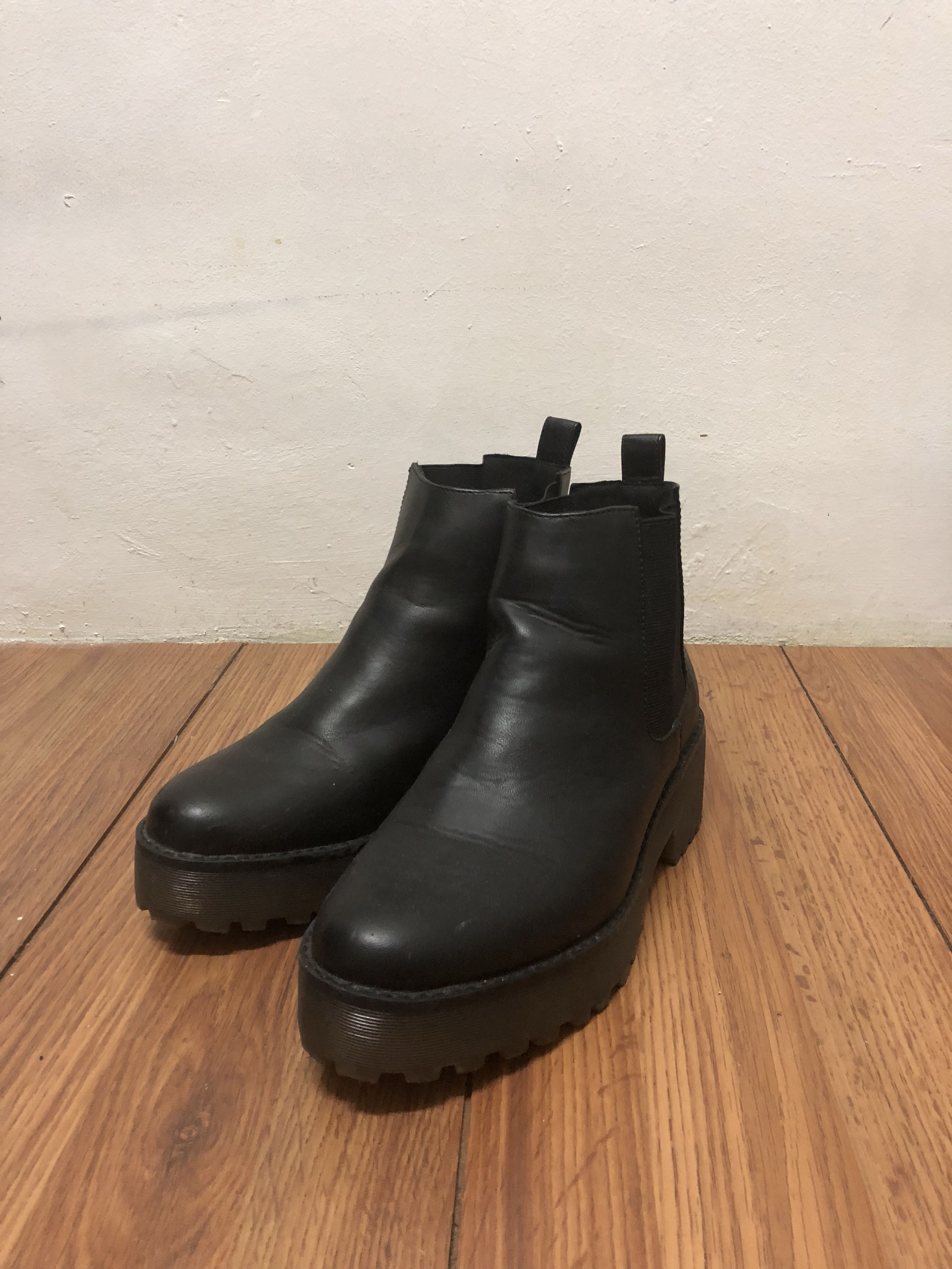 5e585a60839aa H&M Chelsea Boots, Men's Fashion, Footwear, Boots on Carousell