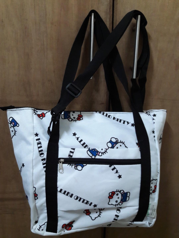 dd9875a14d SALE 🍏🍎REPRICED🍏🍎Pre-loved Original Hello Kitty Bag