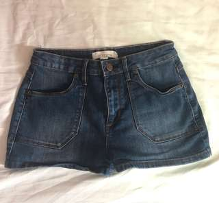 FOREVER 21 - DENIM HIGH WAISTED SHORTS