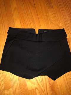 aritzia black skirt/short size 2