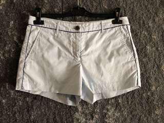淡藍色短褲