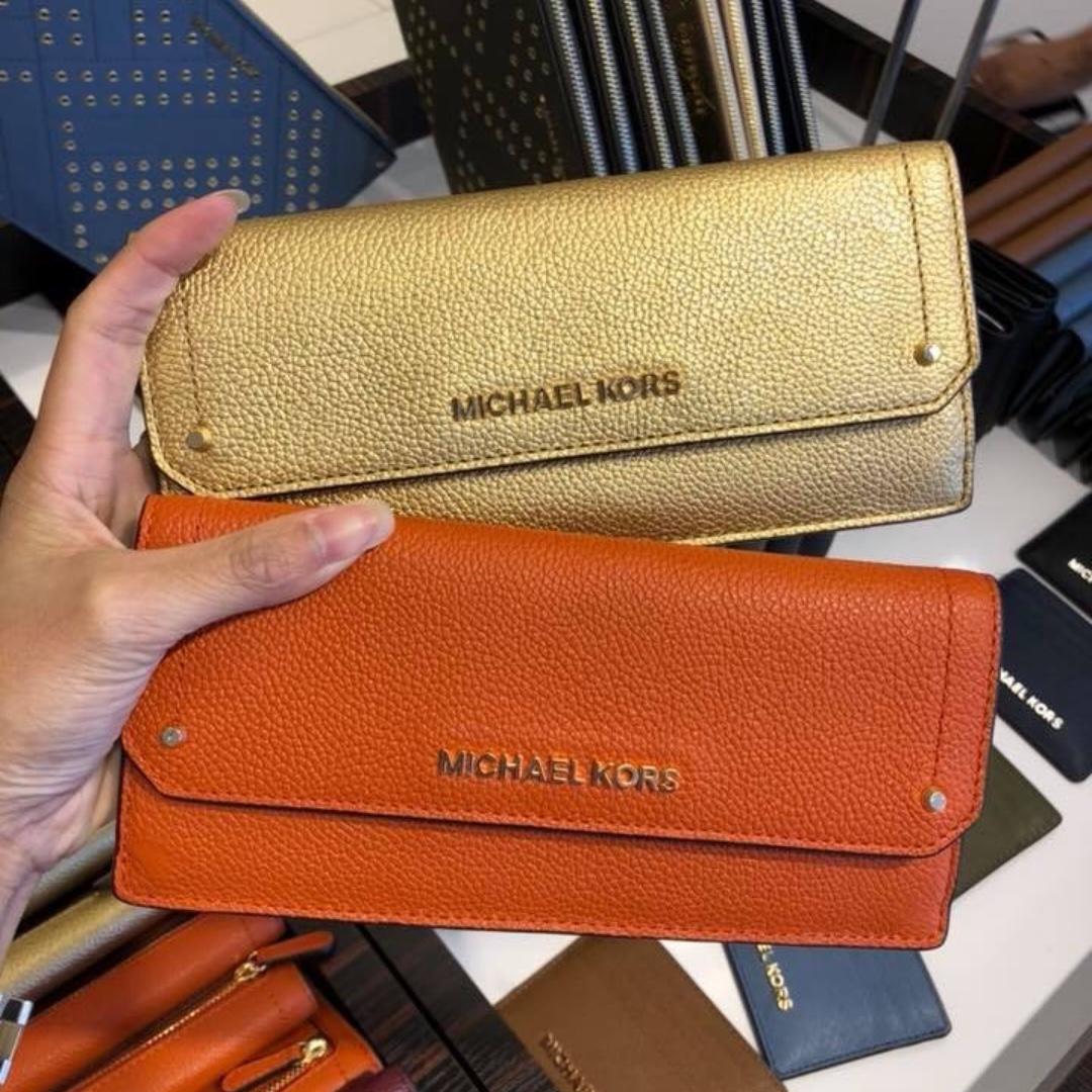8cb7bb05ede3ad 100% authentic Michael Kors Slim Wallet, Women's Fashion, Bags ...