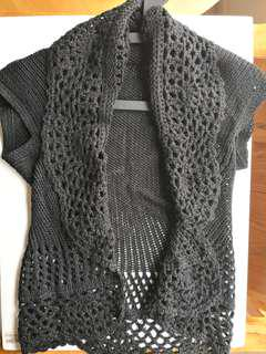 NEW WITHOUT TAG Women's Black Knitted Small Sleeves Shrug Top / Cardigan Outerwear - in perfect condition
