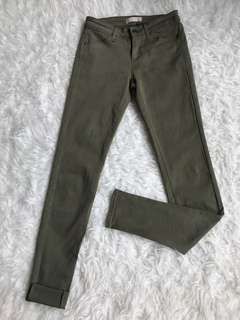 Preloved Uniqlo color ultra stretch skinny fit in army