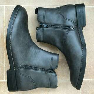 Full leather ankle boots zippers