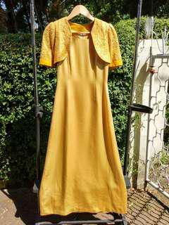 Gold Gown (Gaun berwarna emas)