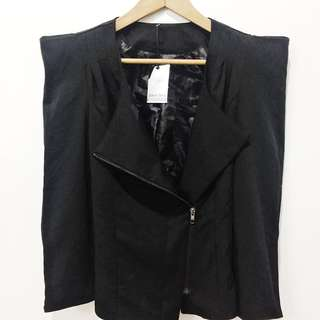 Edgy cropped zip up blazer with shoulder detail