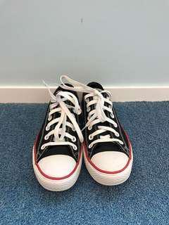 近乎全新 Converse Sneakers Chuck Taylor Black 黑色