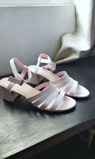 Strappy mid heels !