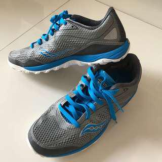 🚚 Saucony women's running shoes training shoes