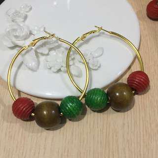彩色木珠圈耳環