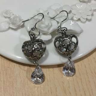 鏤空愛心方晶鋯石耳環