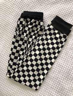 Retro, trendy checkered sweatpants/trackies
