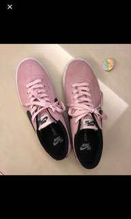🚚 Nike粉紅色復古鞋