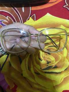 Kacamata bening looby