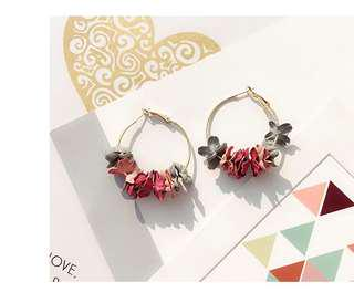 Flowery loop earrings