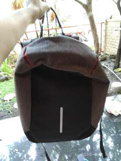 Backpack anti theft with port usb pocket.