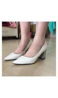 DAPHNE (達芙妮)白色粗跟鞋