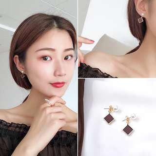 Squared solid earrings