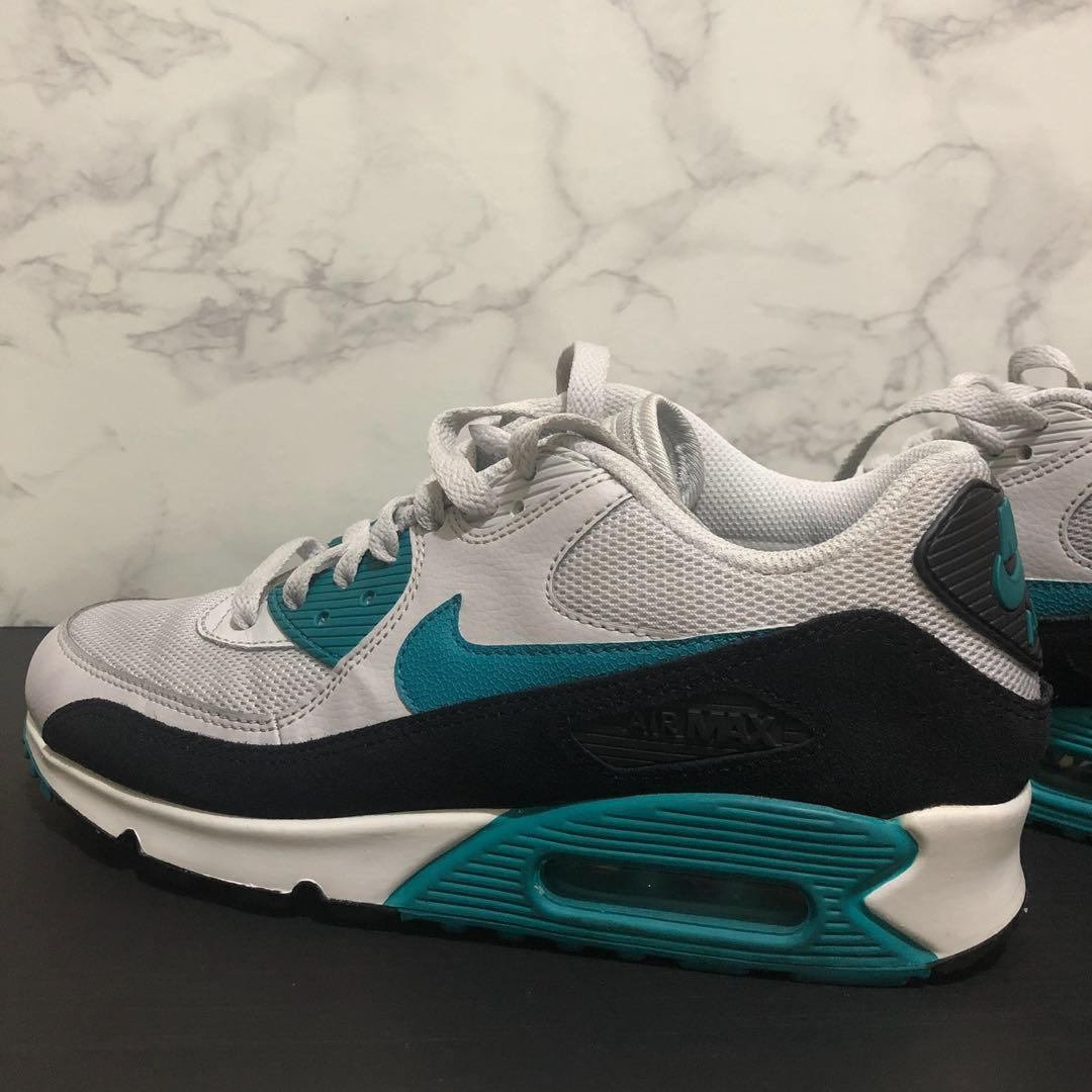 low priced b76c7 804ac Air Max 90 Essential ( Pure Platinum Radiant Emerald Black Summit White),  Women s Fashion, Shoes on Carousell