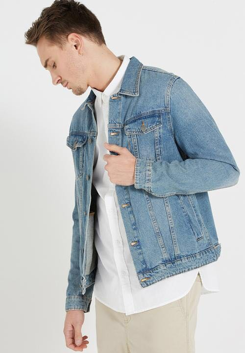 Light Wash Denim Jacket Men S Fashion Clothes Outerwear On Carousell
