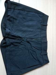 Initial 短褲