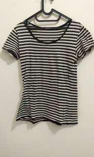 T-shirt strip garis-garis