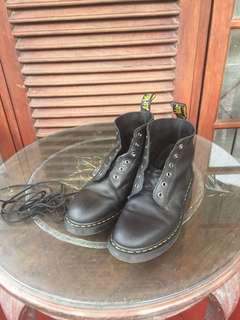 (Turun harga) Doctor Marten six eye boots black greasy
