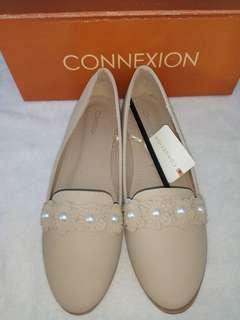 Sepatu connexion cream